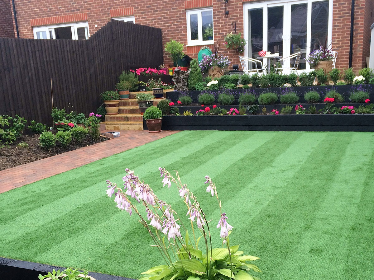 Retaining solutions for gardens